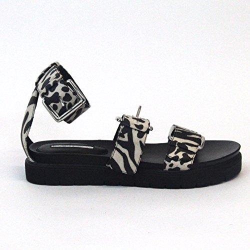 BCBGeneration cómodo sandalias de impresión de vaca con Overd hebilla Reino Unido Tamaño 4para mujer