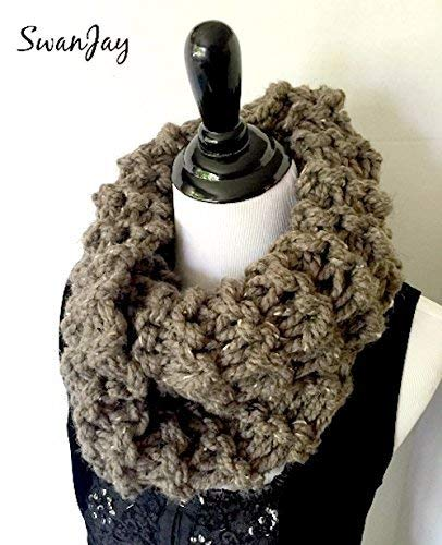 Amazon Com Chunky Knit Cowl Scarf Bulky Knitted Infinity Scarf