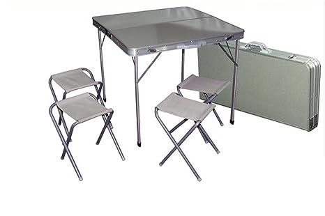 Botte tavolo da picnic u foto stock tamifreed