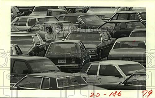 Vintage Photos 1983 Press Photo Christmas Shoppers Lost at Sharpstown Mall in Houston, ()