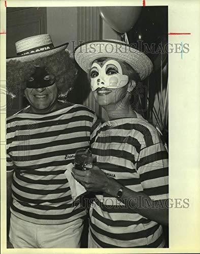 Vintage Photos 1983 Press Photo Austin and Martha Moore at San Antonio Country Club Halloween