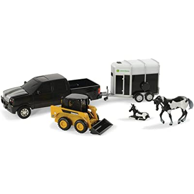 "John Deere Pickup Hauling Set w/Animals, 8"", Assorted Style, 1 Qty: Toys & Games"