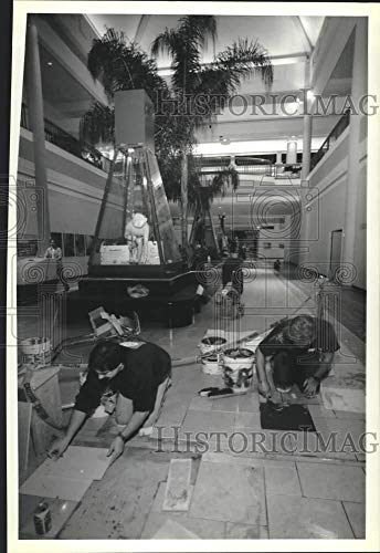1990 Press Photo Artesian Tile and Marble Workers at Carousel Mall Food ()