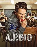 GLENN HOWERTON - A.P. Bio AUTOGRAPH Signed 8x10 Photo -  TopPix Autographs