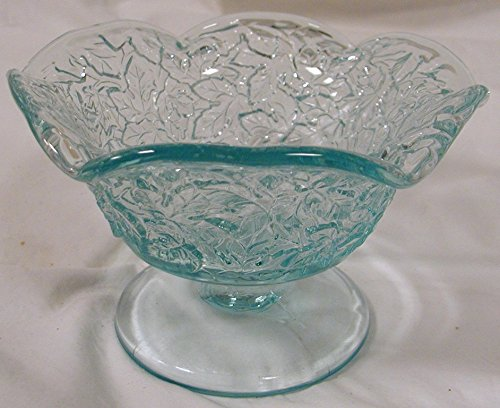 Maple Leaf Pattern Crimped Serving Bowl (Light Sapphire Blue)