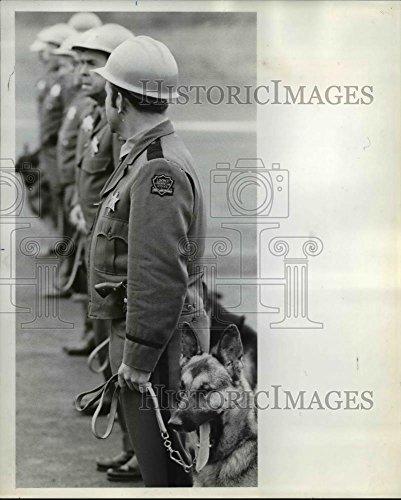 1971 Press Photo Loomis Armored Car Service guard Joe Hodges, Tacoma, Wash.