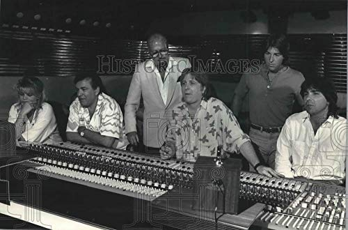 Vintage Photos 1987 Press Photo The Donaldsons' Cherokee Studios at Work producing a Record.