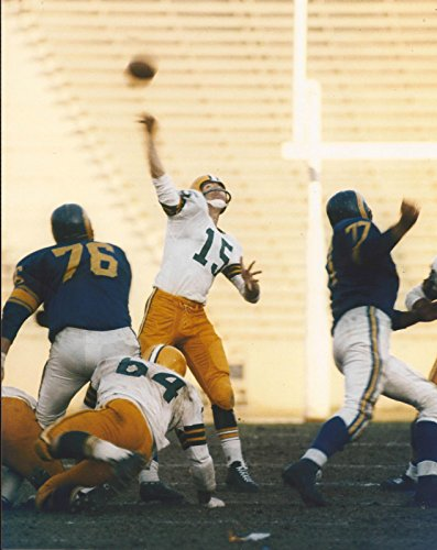 BART STARR NFL GB GREEN BAY PACKERS THROWING UNSIGNED 8X10 PHOTO