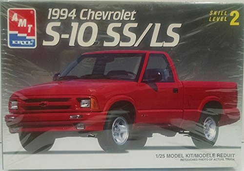 AMT #8964 1994 Chevrolet S-10 SS/LS 1:25 Scale Plastic Model ()
