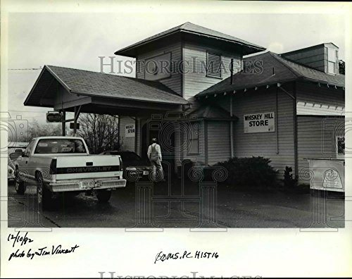 1992 Press Photo Hubbard Whiskey Hill Store in Clackamas County in - Clackamas Stores