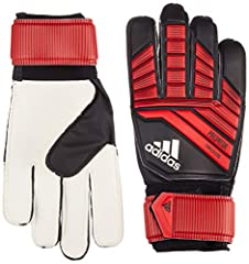 Ideal for training and scratch matches, these durable goalie gloves are made for the goalkeeper who controls the match. Their grippy latex palm helps keep the ball in your grasp in all conditions. The fingers are made with a positive cut for ...