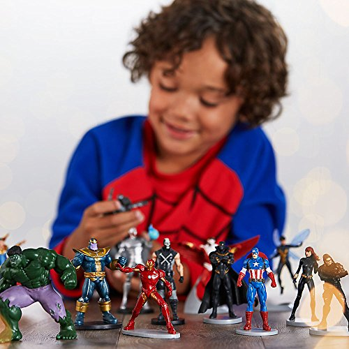 Review Marvel Avengers Mega Figurine