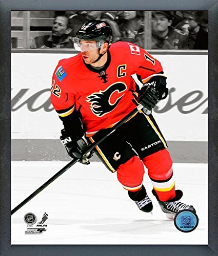 - Jarome Iginla Calgary Flames NHL Spotlight Action Photo (Size: 12