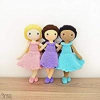 Mía la dulce muñeca con vestido color AZUL - peluche tejida a mano