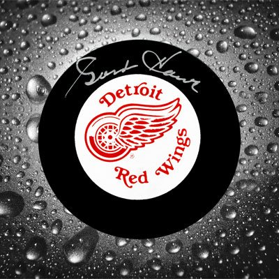 Gordie Howe Autographed Hockey Puck (Gordie Howe Detroit Red Wings Autographed Puck UDA Upper Deck)
