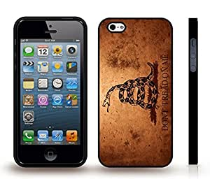 iPhone 5/5S Case with Dont Tread On Me, Grunge Look With Snake Design , Snap-on Cover, Hard Carrying Case (Black)