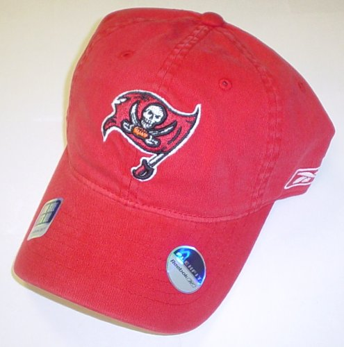 Amazon.com   Tampa Bay Buccaneers Flex Sideline Slouch Hat By Reebok - Osfa  - ES69Z   Sports Fan Baseball Caps   Sports   Outdoors 398db369f