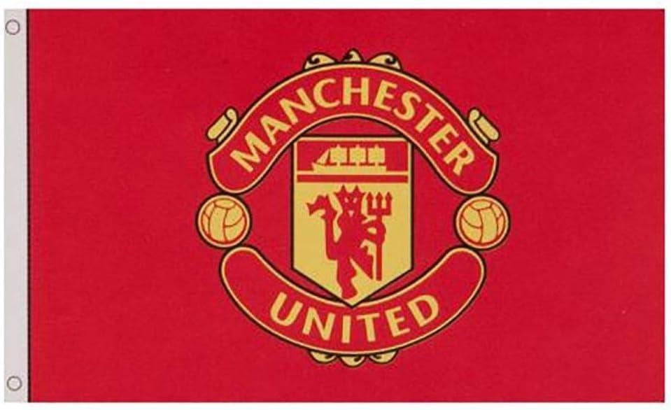 amazon com manchester united fc flag core crest cc sports outdoors manchester united fc flag core crest cc