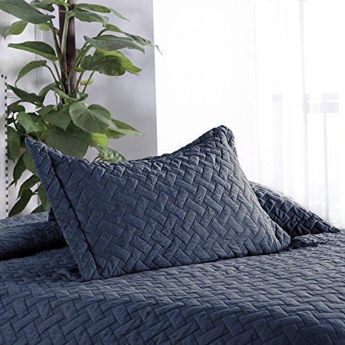 Bedsure 3-Piece Bedding Quilt Set Navy Blue Full/Queen Size 90x96 Bedspread with 2 Pillow Shams Pattern Soft Microfiber Coverlet Set