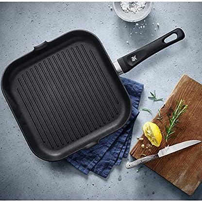 WMF Grillpfanne 27x27 cm mit Ausguss, Aluminium beschichtet, Steakpfanne ideal zum knusprigen Braten, eckige Pfanne, Kunststoffgriff 6