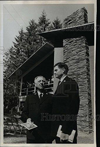 Vintage Photos 1966 Press Photo Lt. Col. Daniel G. Cody & Capt. Jack Grable, Salvation - Daniels And Jack Cola