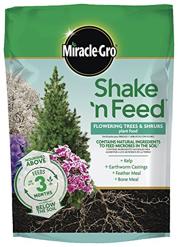 Miracle-Gro 3002410 Shake 'N Feed Flowering Trees and Shrubs Continuous Release Plant Food, 8 LB, Brown/A - Evergreen Deciduous Trees