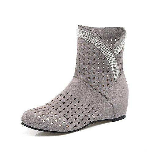 AllhqFashion Damen Mittler Absatz Gemischte Farbe Ziehen auf Rund Zehe Stiefel Grau