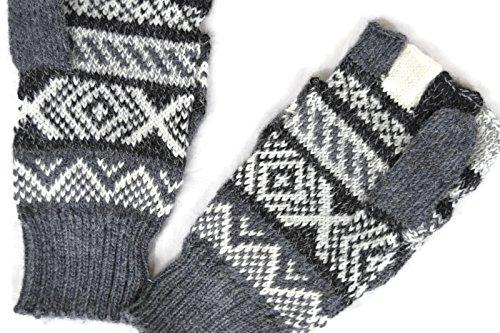 図胴体言語美しいアルパカFlip Backグレーミトン手袋の女性。エレガントな、暖かい。