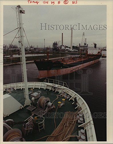 Vintage Photos 1990 Press Photo Tanker leaves Port of Houston at Houston Ship (Tanker Heads)