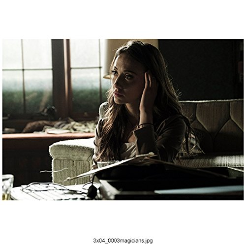 (The Magicians (TV Series 2015 - ) 8 inch by 10 inch PHOTOGRAPH Stella Maeve from Chest Up Seated w/Left Hand on Head kn)