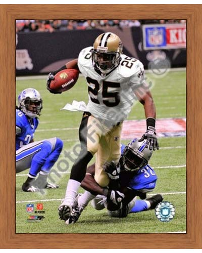 - Poster Palooza Framed Reggie Bush 2009 with The Ball- 8x10 Inches - Art Print (Honey Pecan Frame)