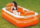 Happy-People-Relax-und-Genieer-Pool-orange
