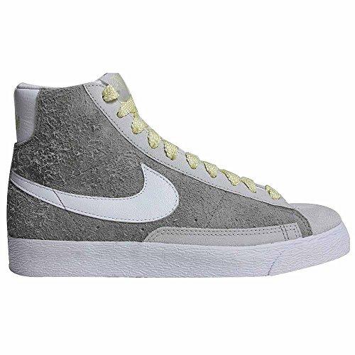 Nike Damessandblazer Mid-premium Suede Sneaker Met Hoge Snit Grijs