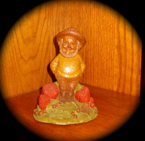 """Tom Clark Gnome/Figurine """"SHORTY""""; RETIRED/VINTAGE (1984) WITH COA"""