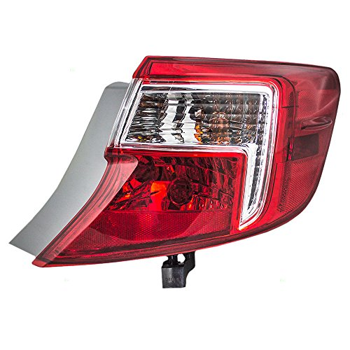 Quarter Panel Mounted Tail Lamp Replacement for Toyota 81565-06470 ()