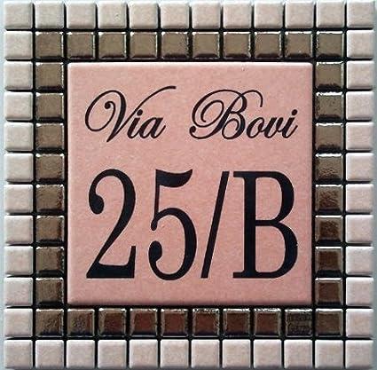 Numero civico in ceramica incisa_colore rosa scuro e rosa chiaro Mosaici Guizzo
