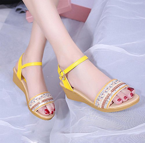... Frau Hang mit offener Spitze Sandalen Pailletten Mode Sandalen Strass  Schnalle gelb