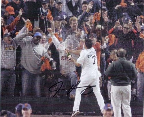 Signed Rodriguez, Ivan (Detroit Tigers) 8x10 Photo autographed - Ivan Rodriguez Autographed Photo