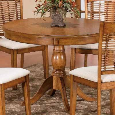 Glenmary/Bayberry Traditional Round Pedestal Table in Oak Finish