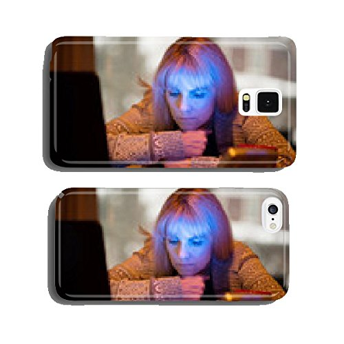 woman-using-seasonal-affective-disorder-sad-light-cell-phone-cover-case-samsung-s5