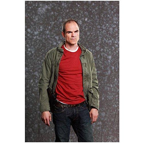 Racketeer Minds: Suspect Behavior 8 x 10 Photo Jonathan 'Prophet' Simms/Michael Kelly Green Jacket Red Tee Blue Jeans kn