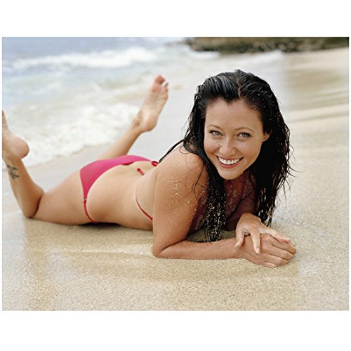 Charmed Shannen Doherty Posing in Bikini on Beach Smiling 8 x 10 Inch Photo