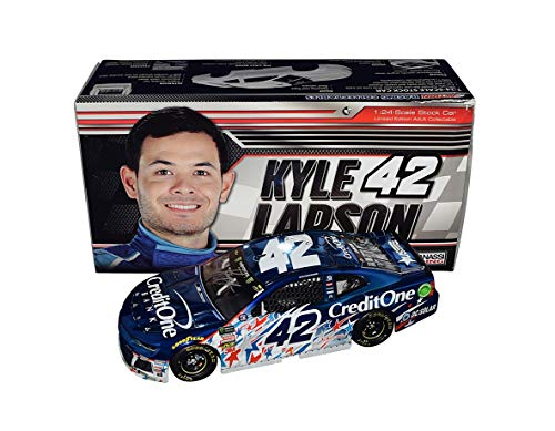 (AUTOGRAPHED 2018 Kyle Larson #42 Credit One Bank Patriotic Paint Scheme CHICAGOLAND WIN (Raced Version) Color Chrome Signed Lionel 1/24 Scale NASCAR Diecast Car with COA (#33 of only 36 produced!))