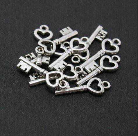 Heart Key Pendants - Wedding Keys - Silver Skeleton Key Pendants - Bulk Skeleton Keys - 12 pcs ()