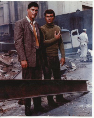 (The Time Tunnel Robert Colbert & James Darren 8 x 10 Photo outside)
