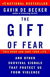 Paperback The Gift of Fear and Other Survival Signals that Protect Us From Violence Book