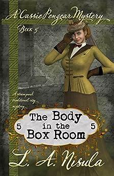 The Body in the Box Room (Cassie Pengear Mysteries Book 5) (English Edition) por [Nisula, L. A.]
