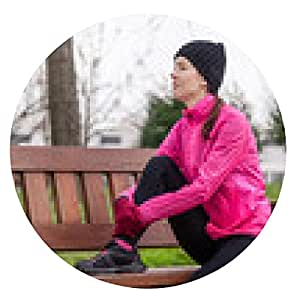 alfombrilla de ratón Sad joven atleta femenina sentada en un banco - ronda - 20cm