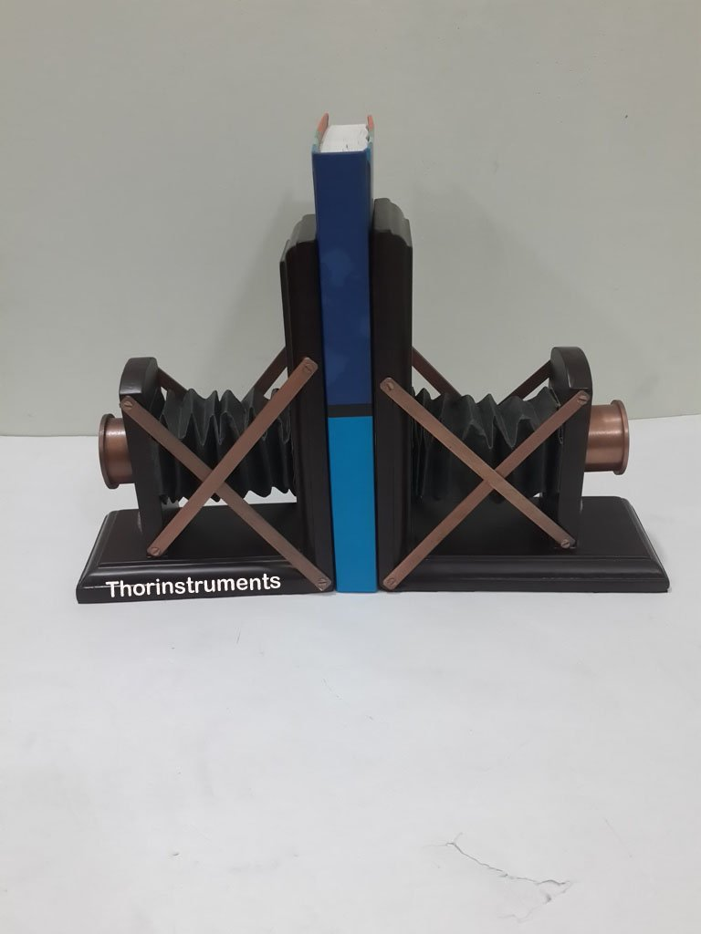 THORINSTRUMENTS (with device) NEW DESIGN CAMERA MODEL WOODEN BOOKEND HOME DECOR