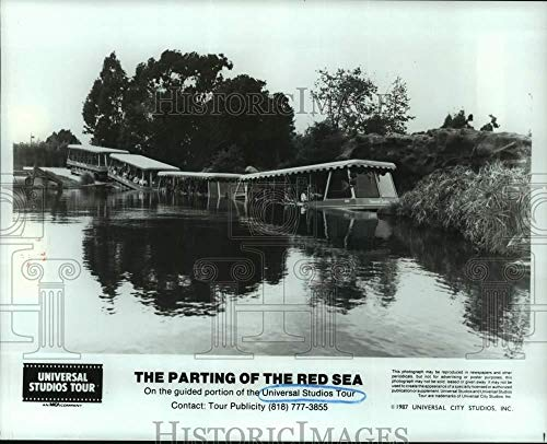 Vintage Photos 1987 Press Photo Parting of The Red Sea on The Universal Studios Tour]()